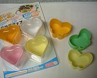 蜜蝋アロマキャンドル_1_100円ショップで購入したシリコン製・おかずカップです。