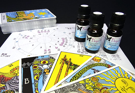 「アロマテラピー占星術&タロット」カジュ・アート・スペースでのワークショップに参加します。